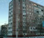 Фото №15 Дом с крыши которого стреляли снайперы, на уровне последних этажей видны следы от попаданий снарядов