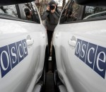 A journalist takes picture during a handover ceremony of ten armoured vehicles donated by Britain to the OSCE Special Monitoring Mission (SMM) to Ukraine, in Kiev January 13, 2015.  REUTERS/Gleb Garanich  (UKRAINE - Tags: POLITICS CIVIL UNREST TRANSPORT)
