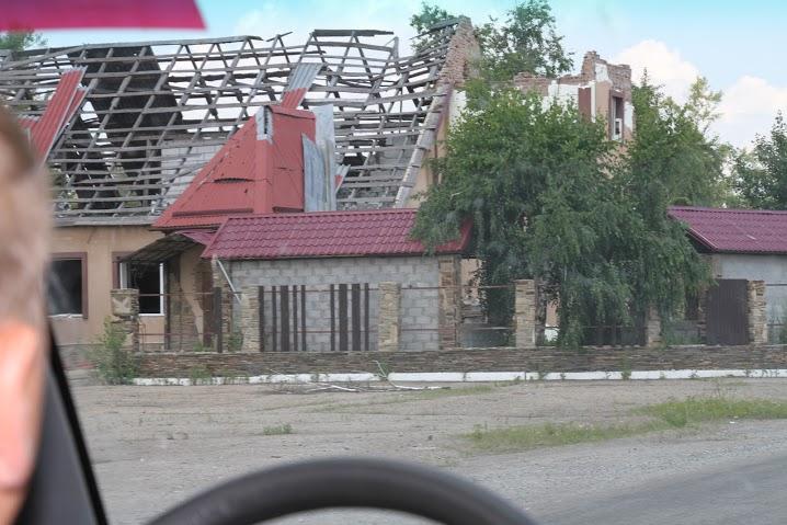 Разрушенное здание в Станице-Луганской2