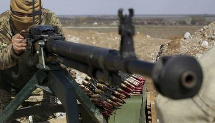 Украинские боевики из ПТУРа уничтожили гражданский автомобиль с мирным жителем в населенном пункте