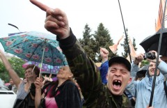 epaselect epa04202926 People celebrate as they gather for the announcement of the referendum results on the status of the Republic of Lugansk, at the square before the monument of Shevchenko in Lugansk, Ukraine, 12 May 2014. The secession referendum was held on 11 May to let the three million residents of the provinces of Luhansk and Donetsk vote on whether they want to remain part of Ukraine. Russian-speakers and supporters of Moscow have been rallying in the region since March, when a referendum on independence led to Russia's annexation of Crimea.  EPA/IGOR KOVALENKO