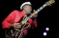 epa01547243 US Rock'n Roll legend Chuck Berry performs on stage during a concert in Zurich, Switzerland, 10 November 2008.  EPA/WALTER BIERI NO SALES
