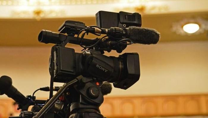 Глава-ДНР-в-преддверии-8-марта-наградил-грамотами-заслуженных-женщин-Республики-2-768x512