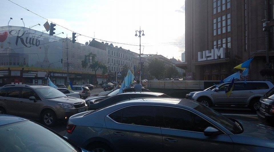 Как в Киеве отметили День крымскотатарского флага: фоторепортаж