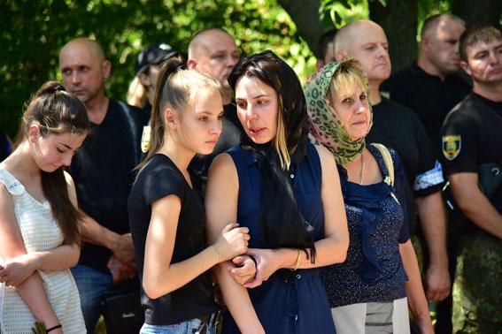 Живой и всегда жизнерадостный: в Авдеевке прощались с полицейским Александром Трегубом