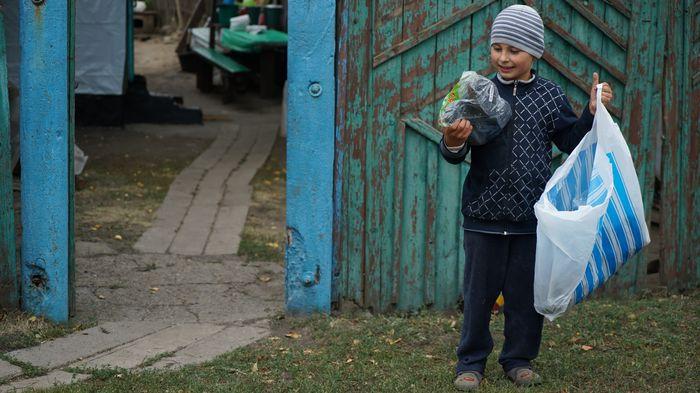 7 Первоклассник из Катериновки радуется подаркам к 1 сентября_result