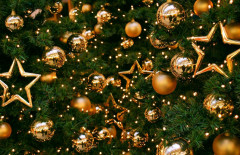 tree_decorations_balloons_stars_gold_new_year_christmas_holiday_36463_1951x1180