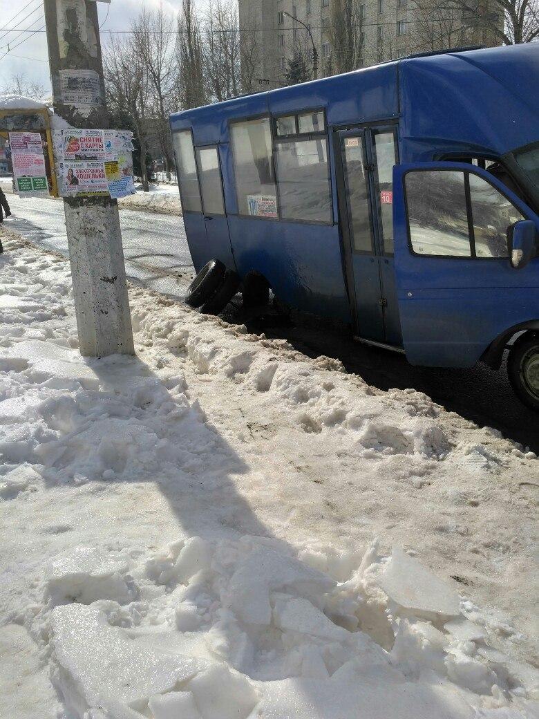 «Разваливаются на ходу». Жители Луганска недовольны старыми маршрутками